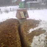 строительство водопровода на даче - копка траншеи от колодца к дому