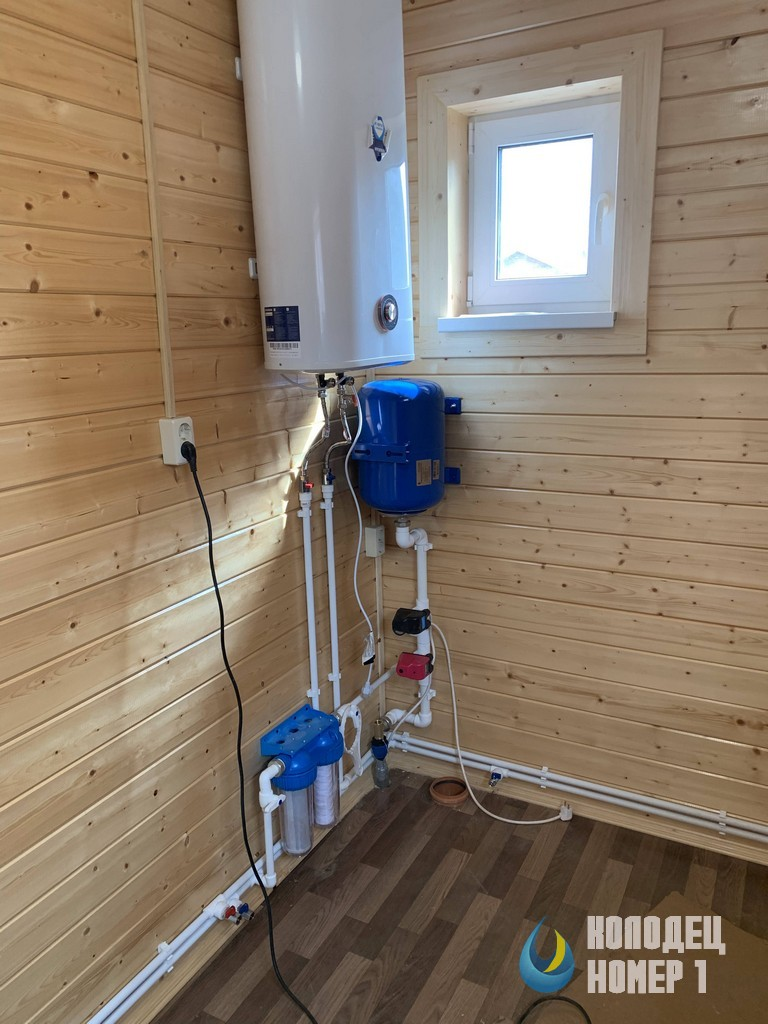 Водоснабжение готово - комната с приборами на даче