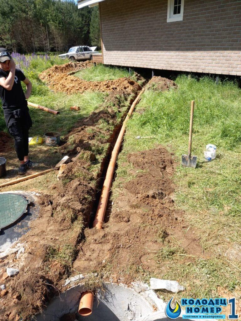 канава от дома к септику - монтаж труб канализации